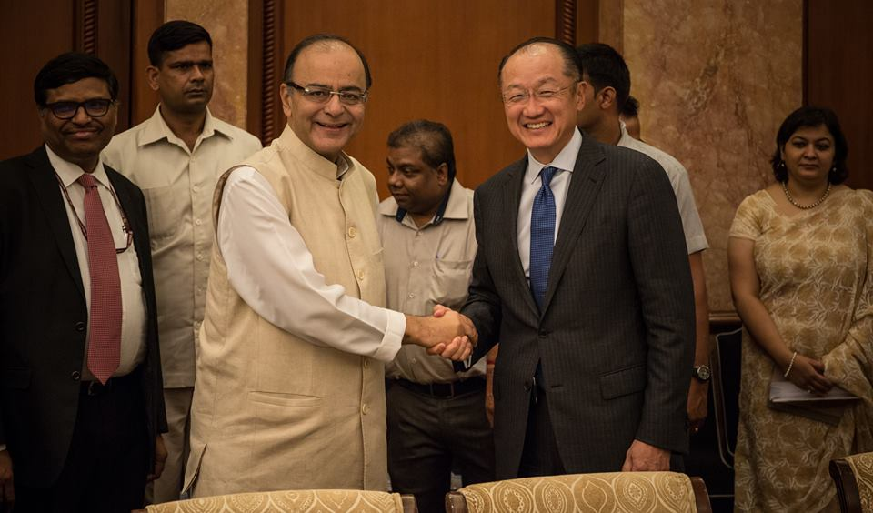 World Bank Group president Jim Yong Kim and India's fiance minister Arun Jaitley shake over the agreements. Source: World Bank Group