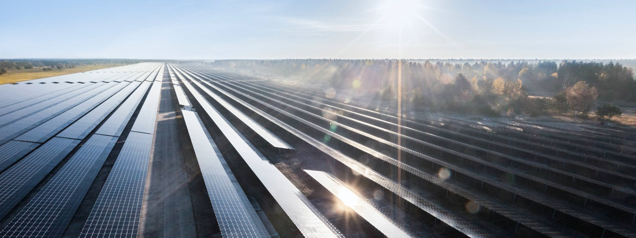 SunPower is supplying its P-Series (19% efficiency 'P 19') 1,500Vdc solar panels with around 400Wp to the project, equating to over 872,000 modules. Image: innogy
