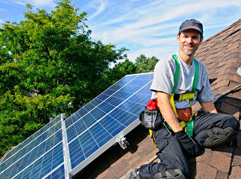 Eugene Water & Electric Board (EWEB) offers incentives to go solar, with average residential rooftop PV systems at around 2.4kW capacity each. Image: EWEB.