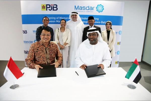 Iwan Agung Firstantara, president director of PT PJB (left) and  Bader Al Lamki, Executive Director, Clean Energy of Masdar. Credit: WAM.