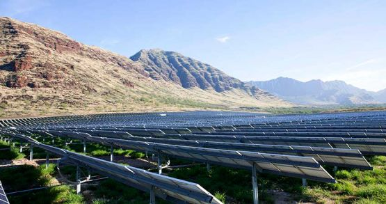 Large-scale solar project on Oahu, Hawaii. For the contract with Swell Energy, utility Hawaiian Electric has gone down a different, more distributed route to meeting its energy needs. Image: Hawaiian Electric Companies.