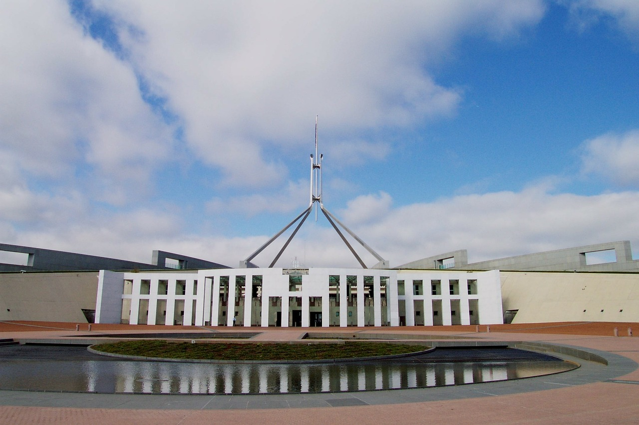 Proposals on PV and battery storage emerge weeks before Australia elects a new prime minister (Credit: Pixabay)