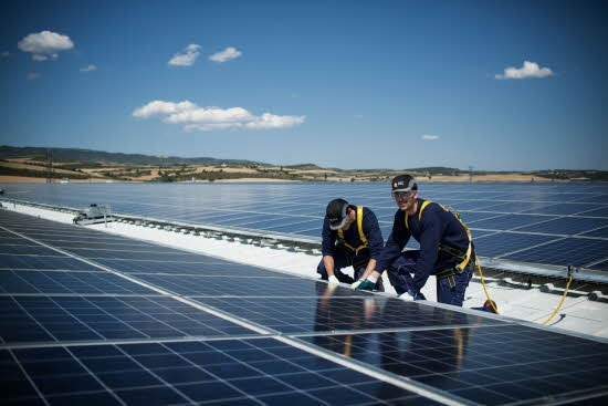 UNEF is calling for three specific PV-related auctions next year with international design PPAs and with a focus on islands and firm power capacity. Credit: REC Solar