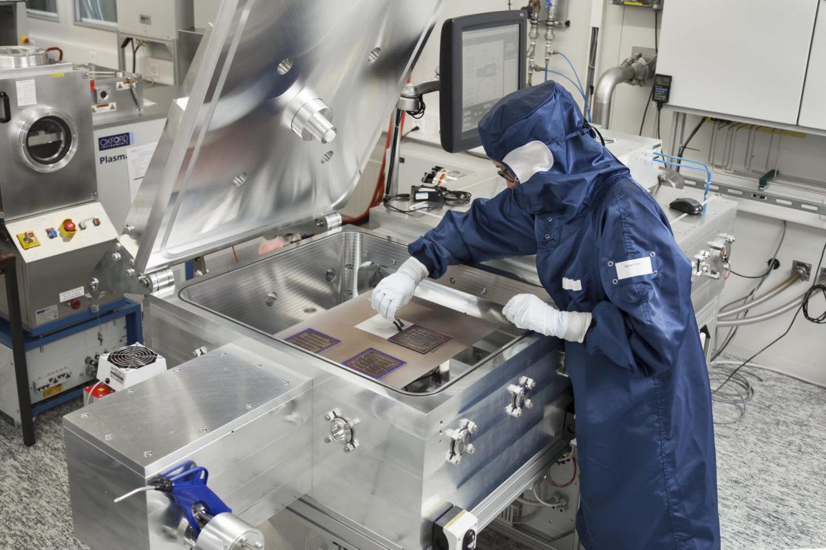 CSEM's wet chemical processing cleanroom. Source: CSEM