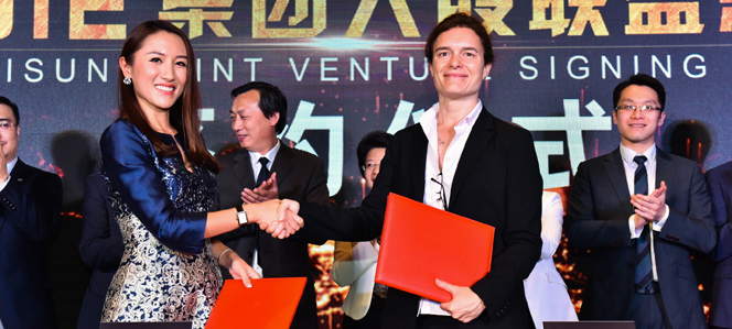 Yesterday in Shanghai, Engie China's COO Charlotte Roule (right) signed the agreement for a 30% equity investment with Unisun Energy Group's president He Yisha (left). Source: Engie