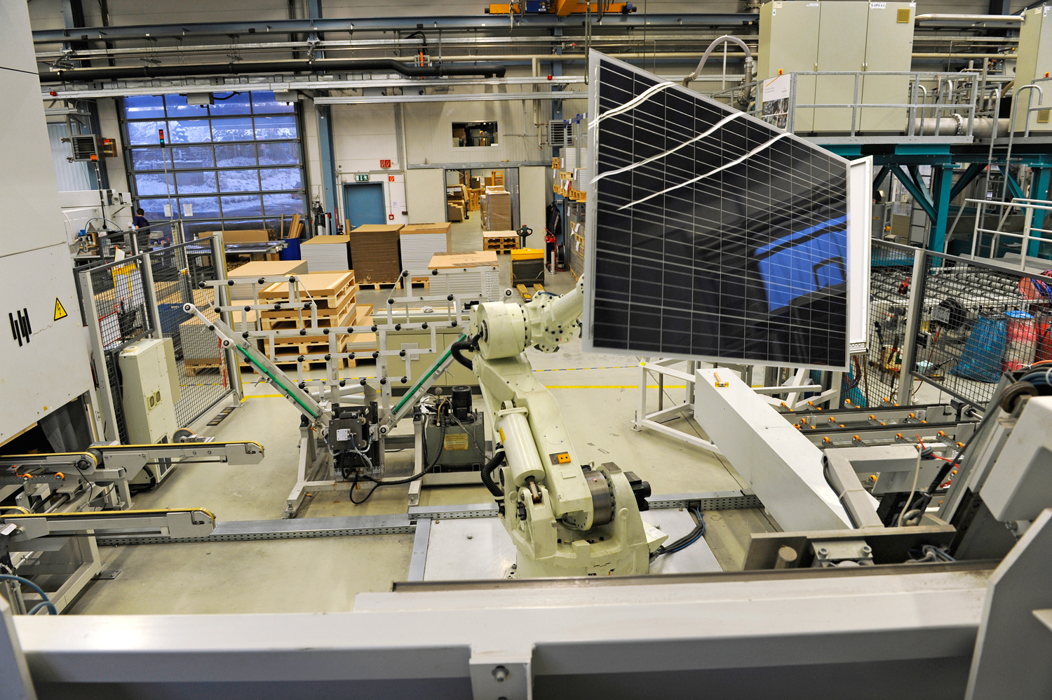 Meyer Burger has acquired for an undisclosed sum from the former SolarWorld facilities in Freiberg, Saxony, which had at least 650MW of module assembly capacity and around 370MW of solar cell capacity. Image: SolarWorld