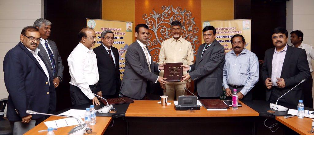 Suzlon, Axis and Andhra Pradesh chief minister sign the MoU. Credit: N. Chandrababu Naidu