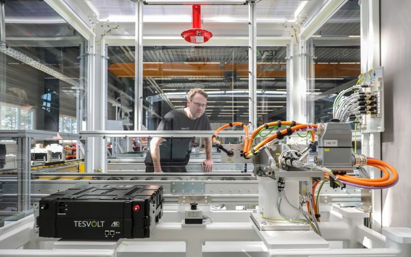 Batteries are fully charged and discharged during the inspection process at the Wittenberg plant. Image: Tesvolt.